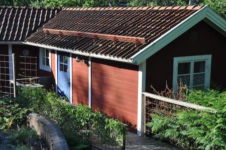 Egen stuga i Stockholms skärgård, nära till allt! - Gustavsberg - Zomerhuis/Cottage