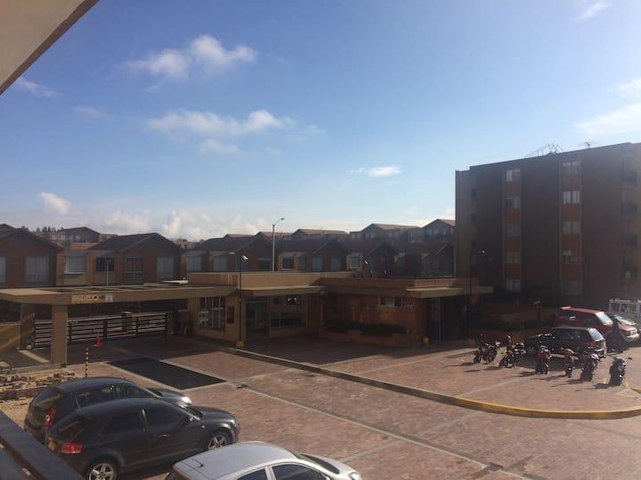 Habitación confortable y segura en Cajica .