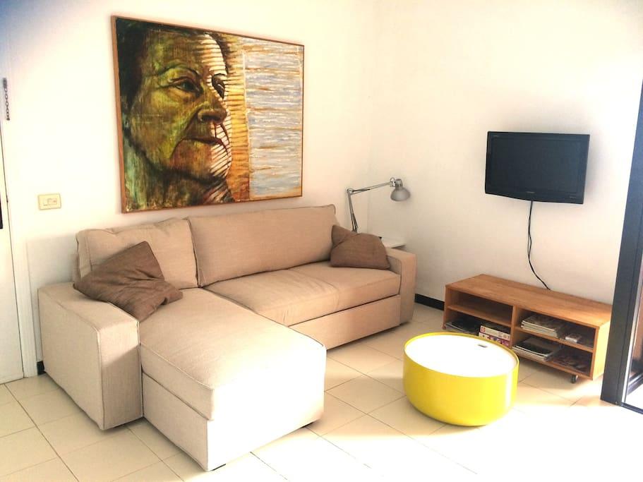 Nuevo mobiliario y cómodo sofá cama