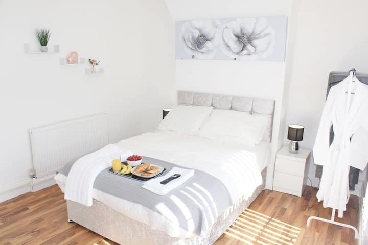Relaxed Double-Bedroom near City Centre R5
