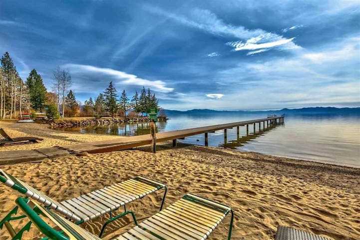 Tahoe Vista Studio with Beach, Great Location
