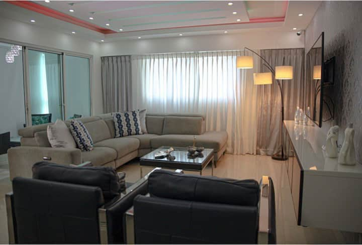 Comfortable and luxurious APT close to everything