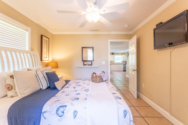 Master Bedroom Suite Tranquility has a comfortable queen bed and Tommy Bahama bedding, stylish furniture, a flat panel TV, a walk-in closet and an en-suite bathroom.