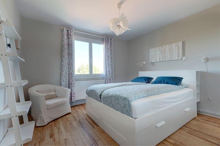 """""""Puy de Dôme"""" bedroom (1st floor)"""