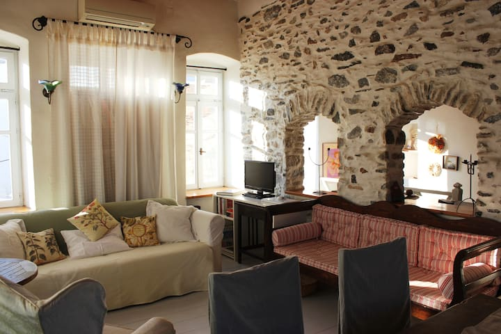 Home With Character, Syros Old Town - Ermoupoli - Villa