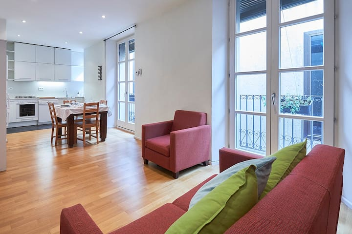Cozy and sunny apartment at the heart of Girona