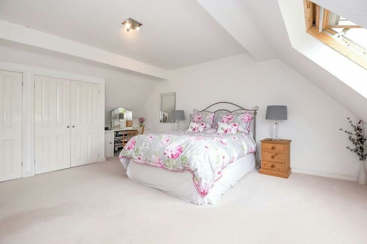 VERY SPACIOUS DOUBLE BEDROOM - Shrivenham, Swindon - Haus