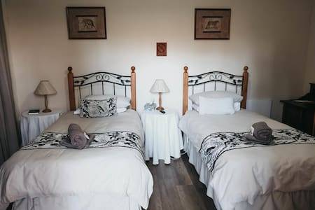 Karoo Ouberg Guest Lodge - Garden Twin Room