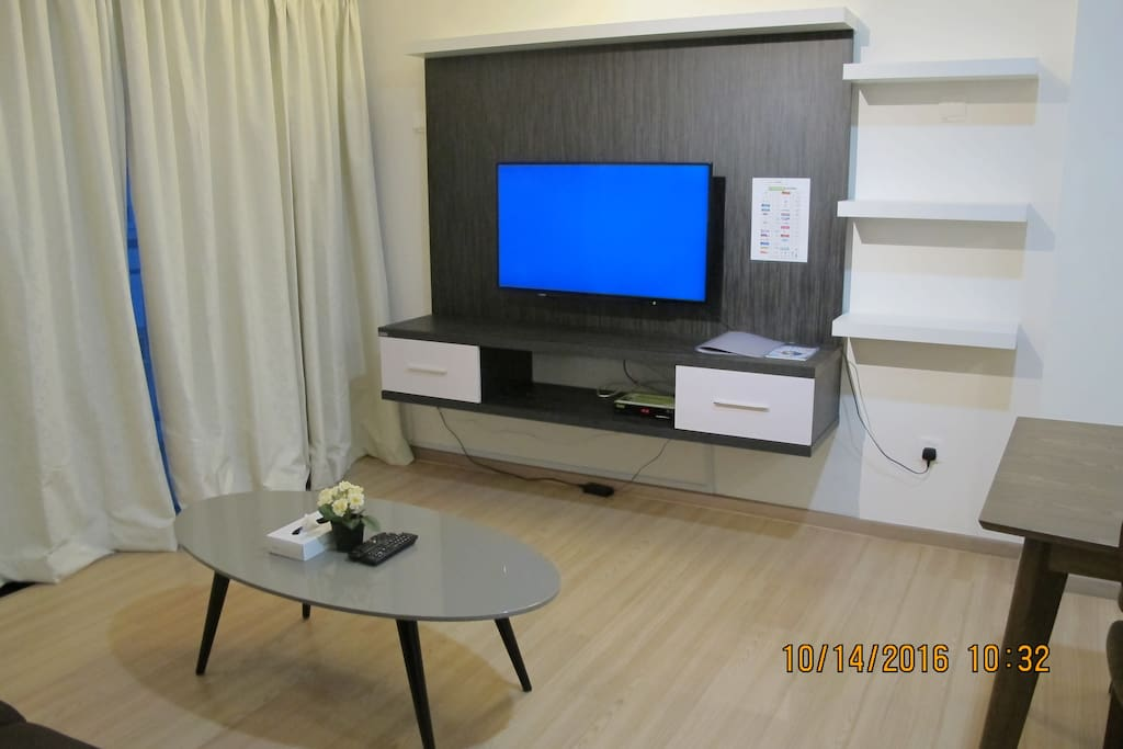 "Studio Apartment - Living Area with 40"" LED TV"