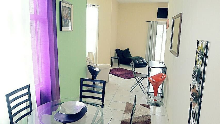 Deluxe Studio Suite, AC/ WI-FI/ POOL! - Tower Isle  - Apartment