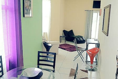 DELUXE STUDIO SUITE, AC/ WIFI/ CHAUFFEUR! - Tower Isle  - Daire