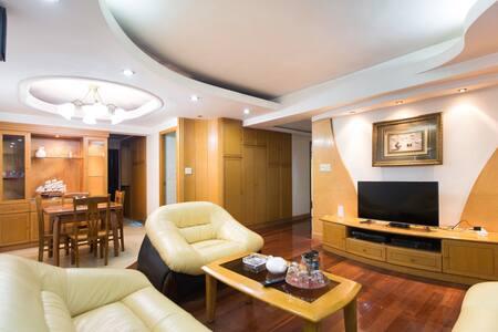 西湖边,  3卧室电梯豪华5人房,  楼下南宋御街河坊街,吴山湖滨商圈内, 定安路地铁口500米 - Hangzhou