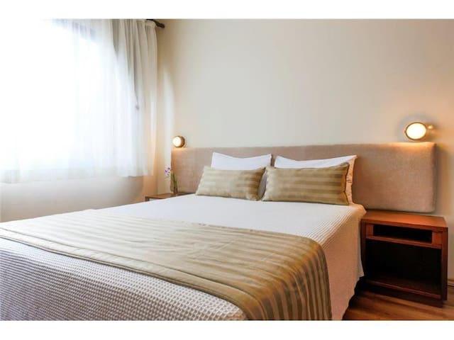 Astron Saint Moritz - Apartamento 1 Dormitório - Cama Casal