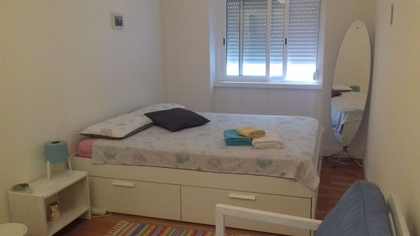 Bright & Lovely Room near Belém -Historical Lisbon