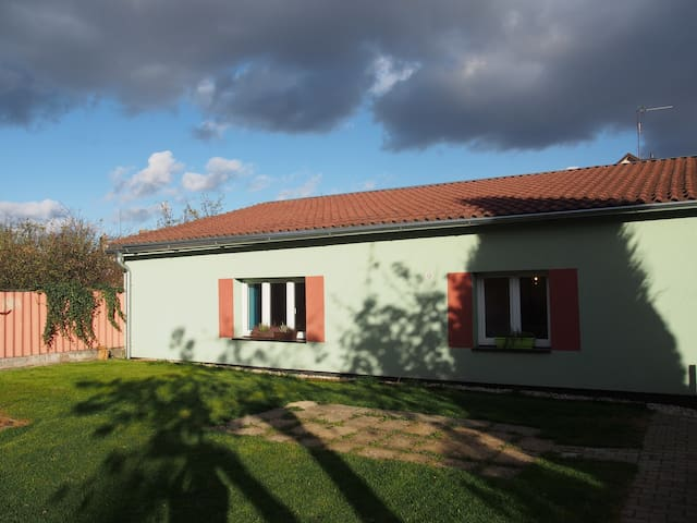 Small Family House - 25 mins to Prague city centre