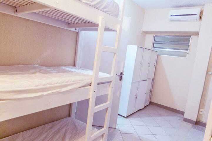 (10) Compartilhado misto 9 camas