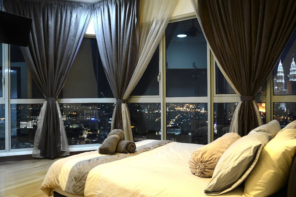 Amazing City KLCC & KL Tower View **Spacious Master Room/ Queen Bed/ Sofa Bed**