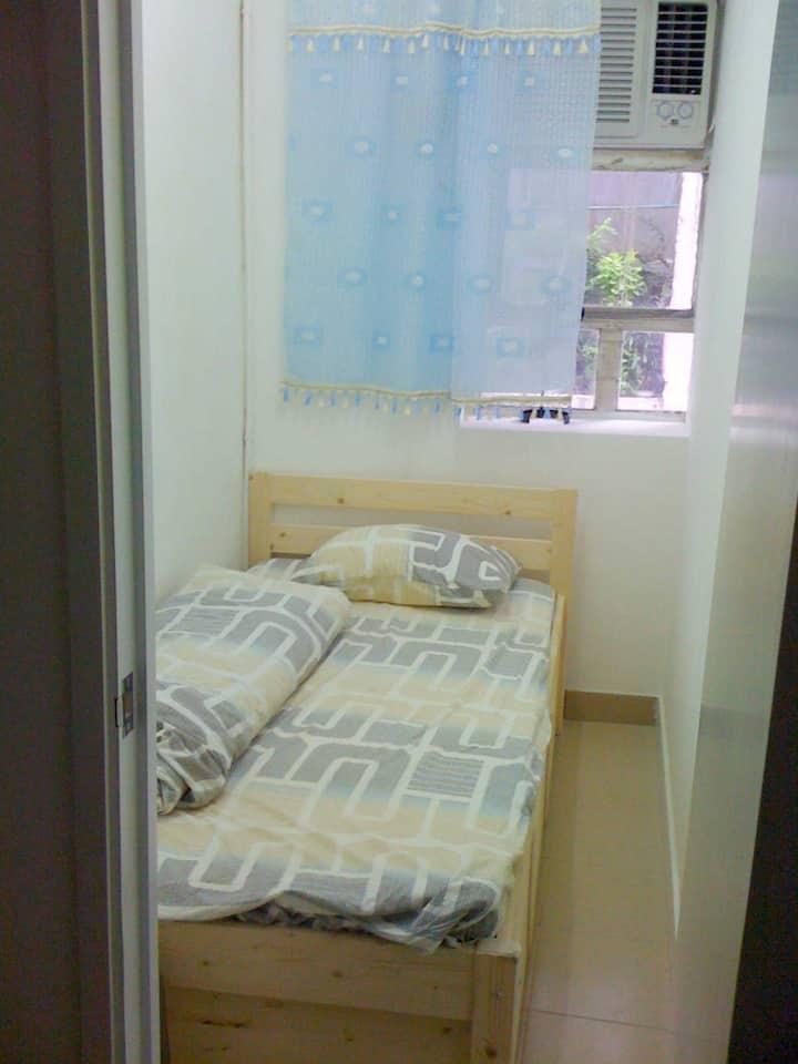 Room super cheap ( 2 ppl)