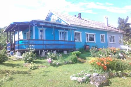 """Гостевой дом """"У Ладоги"""""""