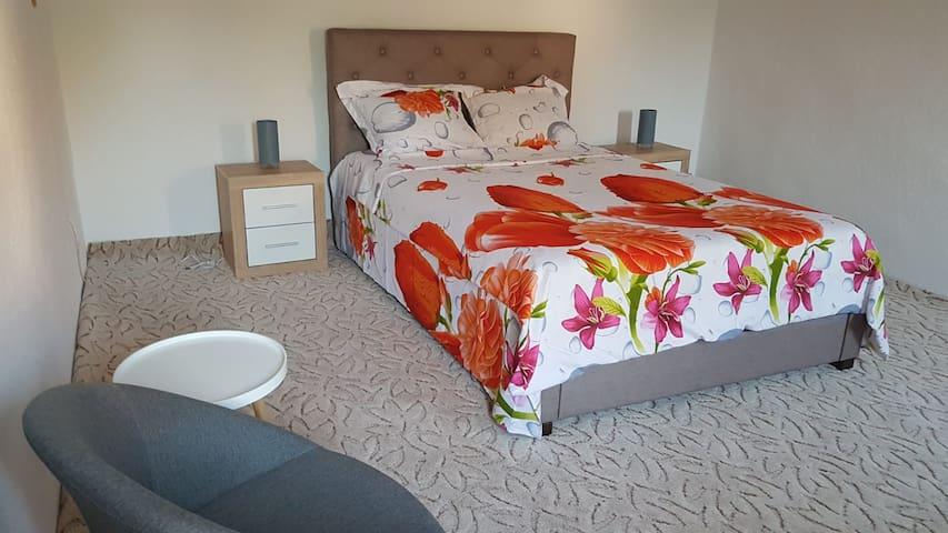 Gardner's House Craiova - The Big Bedroom