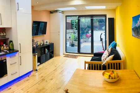 Cozy modern ensuite double room in Westfield