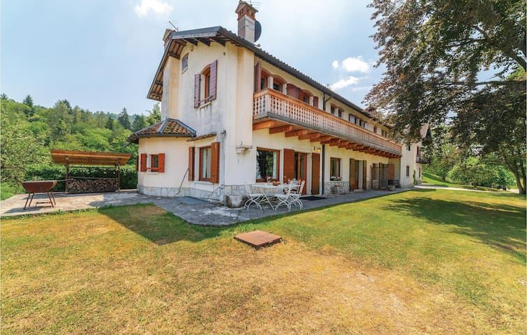 Semi-Detached with 3 bedrooms on 300m² in Belluno