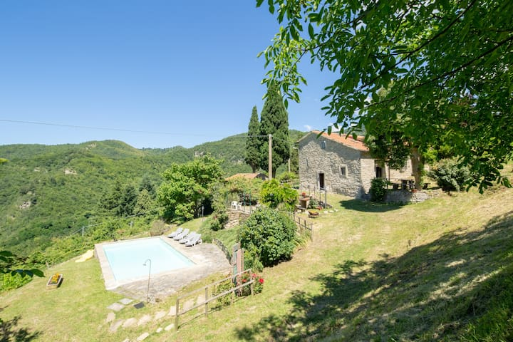 Stone farmhouse with private pool