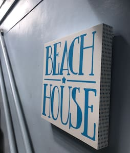 The Beach House; Cool, Comfy & Central - Maroochydore - House