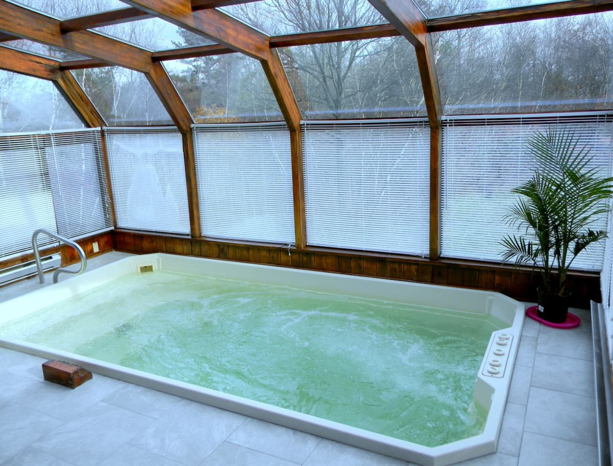 POCONO Relaxing House with private Big Jacuzzi/Spa - Houses for Rent ...