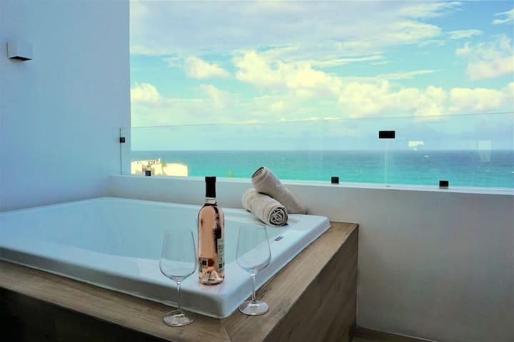 New Penthouse with Hot Tub Ocean View in Cancun
