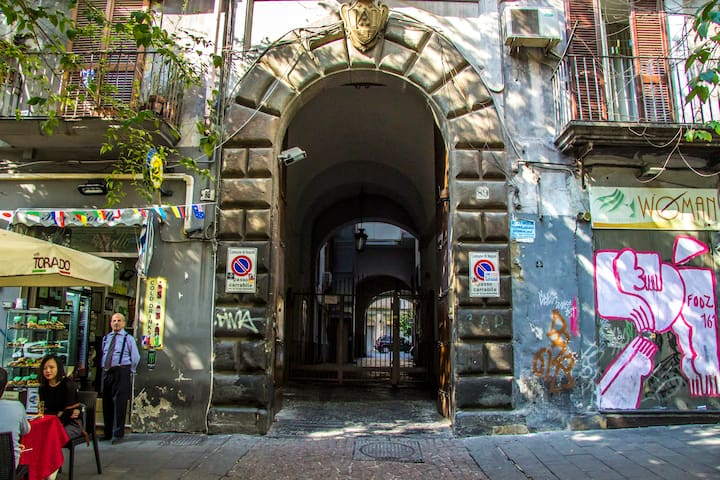 Piazza Bellini Apartment, Historic center Naples