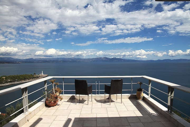 villa with panoramic sea view...... - Γύθειο - House