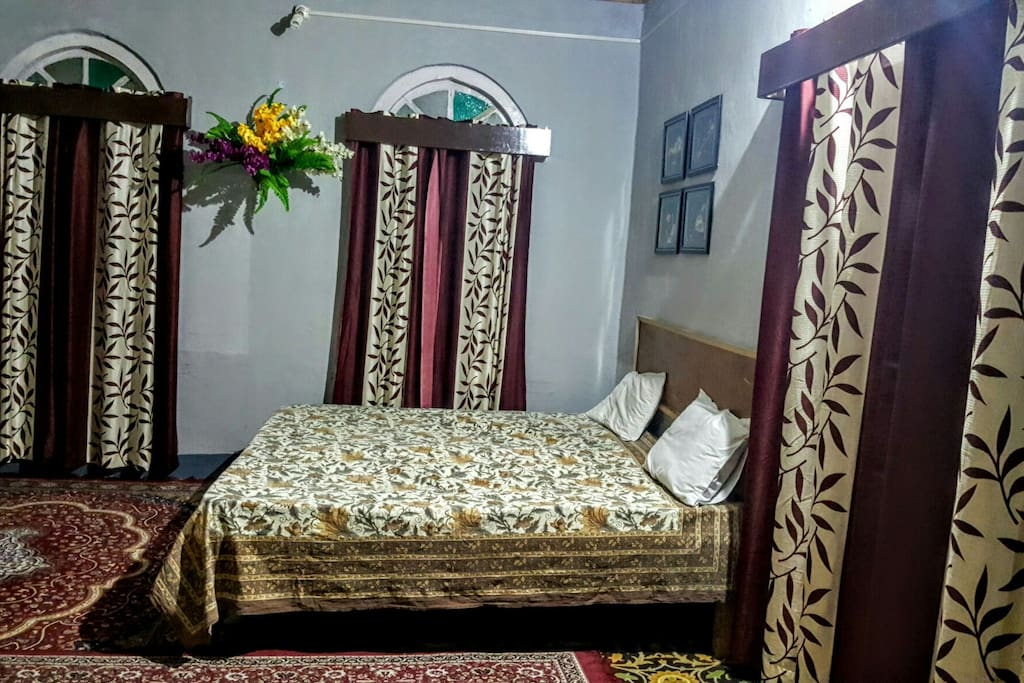 "Cool Breeze Home Stay  Room 2, ""King Size"""