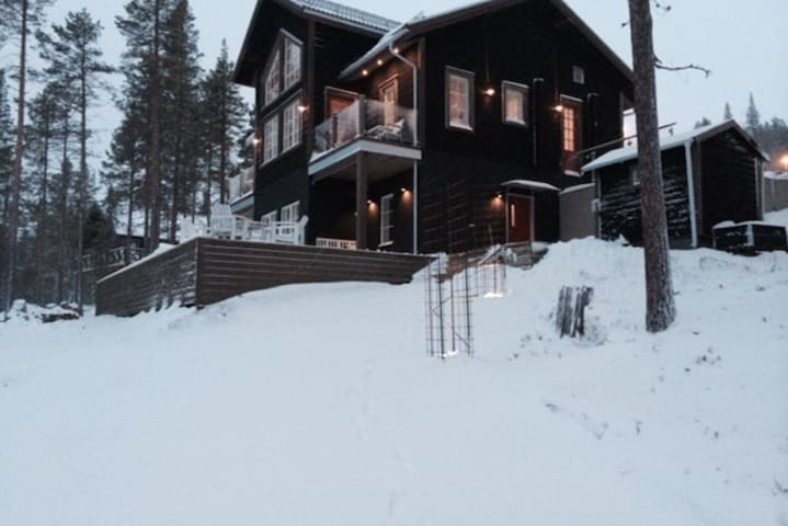 Bear lodge in the Swedish nature! - Härjedalen NV - 단독주택