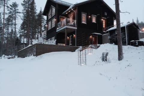 Bear lodge in the Swedish nature!