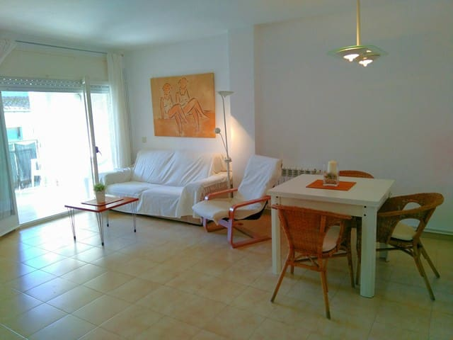 Rooms in cosy flat in the heart of the city - Palamós - Apartamento
