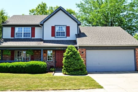 Tastefully updated and spacious - Fishers - Talo