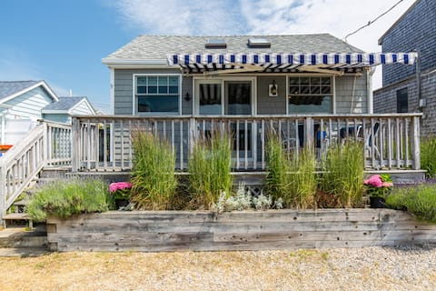 Narragansett Coastal Cottage Charmer w/Beach Views