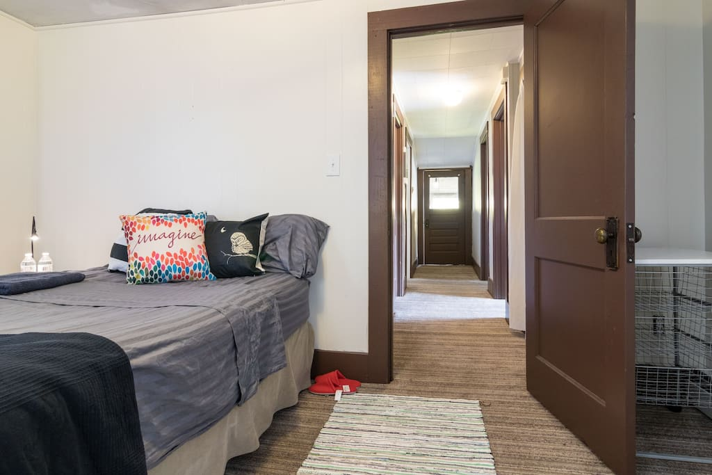 Charming Downtown Royal Oak Room Apartments For Rent In