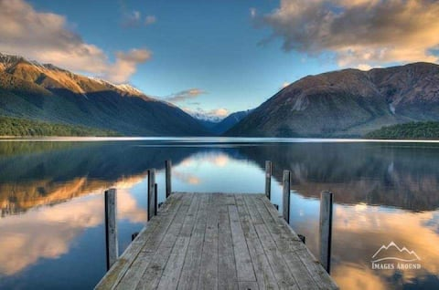 The Lakehouse..views of  St  Arnaud, close to lake