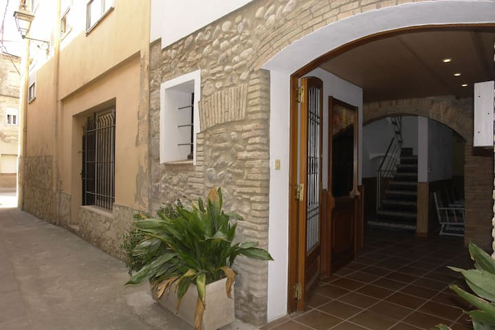 Cosy Holiday Home in Sant Pere Pescador with Garden