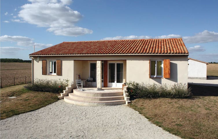 Holiday cottage with 4 bedrooms on 125 m² in Le Gicq