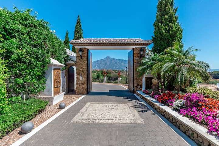 Puerto Banus Vacation Rental -townhouse for rent walking distance to la Sala and Puerto Banus. A few  mins drive to Marbella. 5 Minute Walk to Puerto Banus, with Pool & Internet.