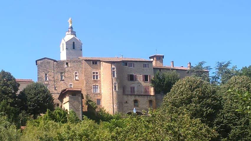 Appartement du Château avec balcon - Chazay-d'Azergues - Apartemen