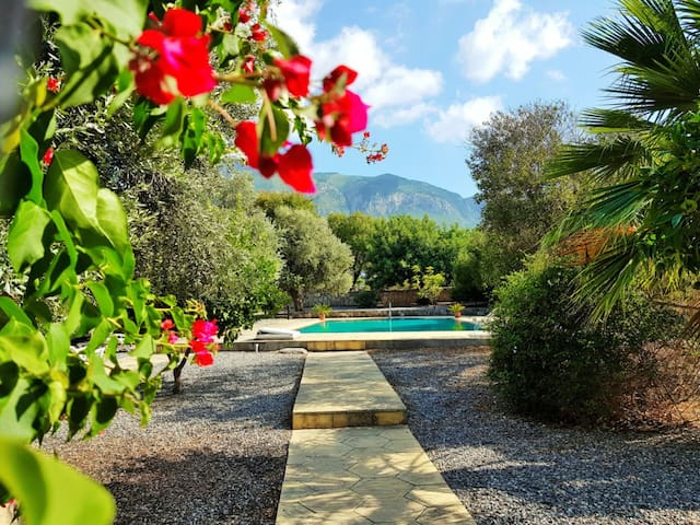 3BR villa with communal pool - 5 minutes to Girne