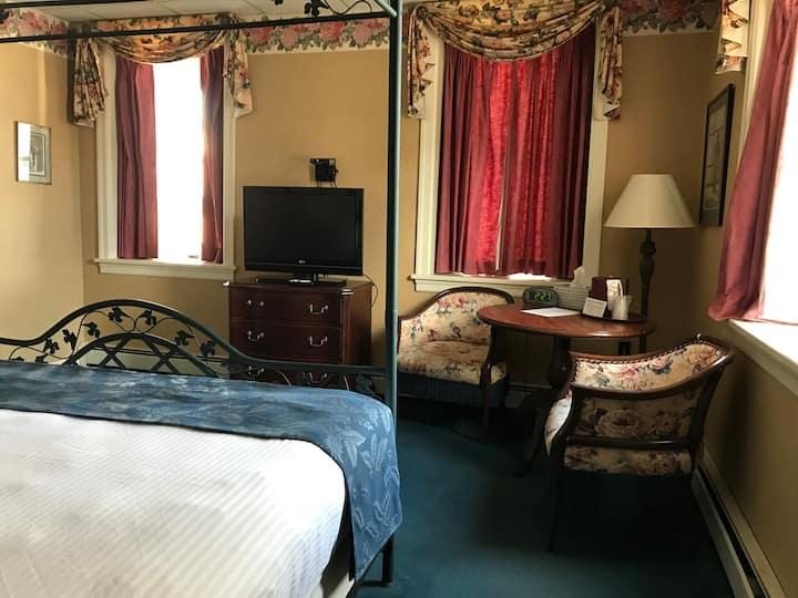 Waynebrook Inn - King Deluxe
