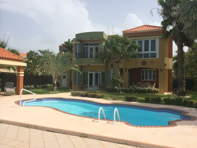 7 BD Breathtaking Ocean view, Gated & Private Pool - Isabela - Hus