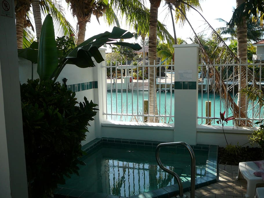 Relax in your private splash pool sipping on your tropical drink