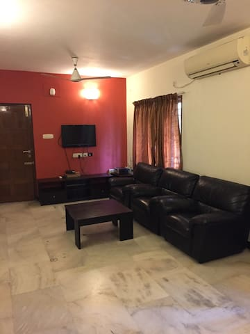 Cozy 3 bedroom flat in heart ofcity - Chennai