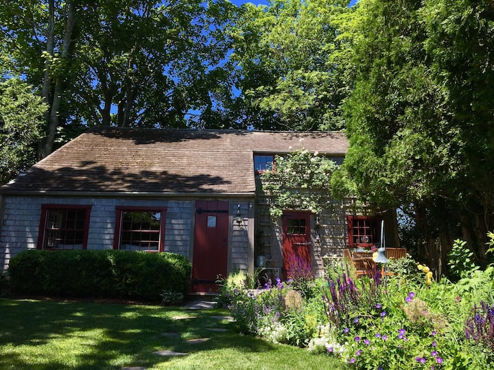 Historic 2BR Cottage In The Heart of Nantucket